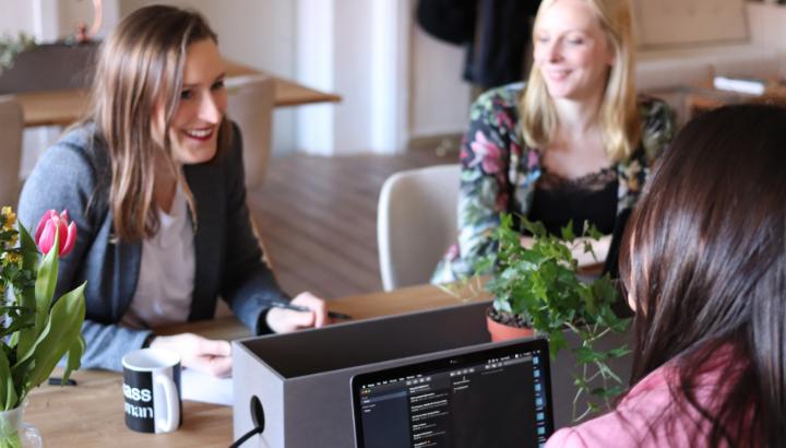 Mujeres exitosas con emprendimientos online
