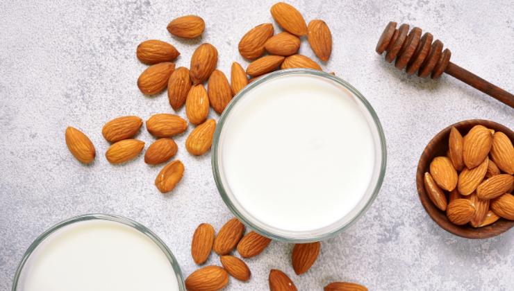 beneficios de la leche de almendras